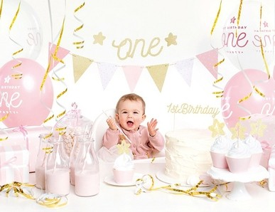 První narozeniny holčička
